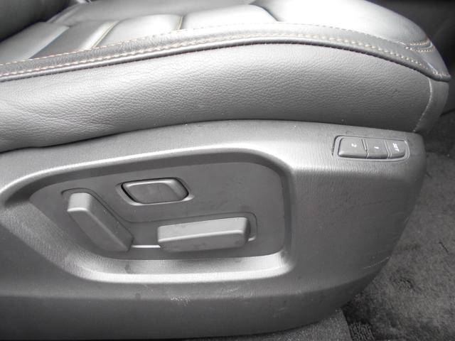 マツダの肉厚のある長時間乗っていても疲れにくいシートです。