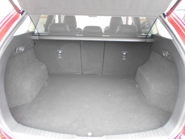 運転席助手席にもシートヒーター、ハンドルヒーターも完備しております。