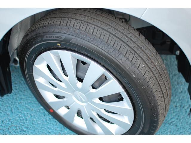 転がり抵抗を低減したエコタイヤ、ブリヂストン「エコピア」を装着しています。エコタイヤを選ぶと燃費が少し改善するんですよ