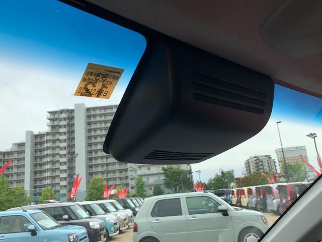 フロントガラスの2つのカメラで前方を警戒。安全運転をサポートするスマートアシスト3搭載☆車両だけでなく人に対しても緊急ブレーキを作動出来るようになりました。 ※アシストなので過信は禁物ですよ※