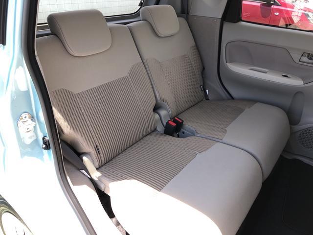 後席もキレイになってますね♪シートアレンジ次第で、ラゲージスペースも広く使えますよっ!