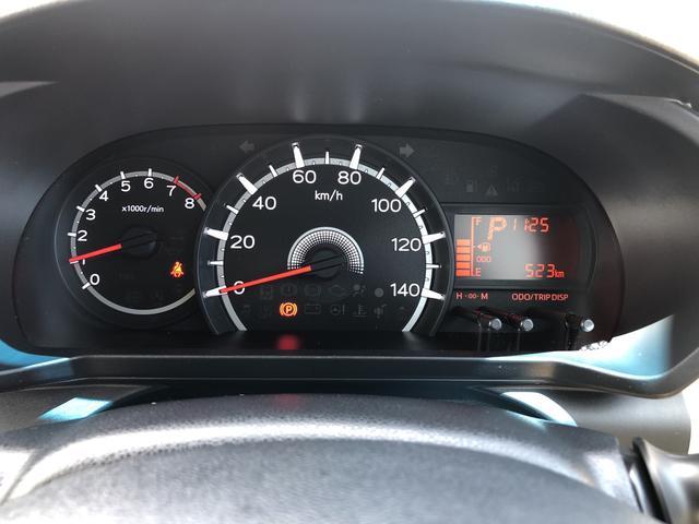 走行距離たったの523キロになります。まだまだこれからのキョリですね!見やすいスピードメーターですね。