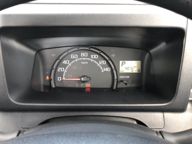 走行距離4072キロになります。見やすいスピードメーターになりますね。
