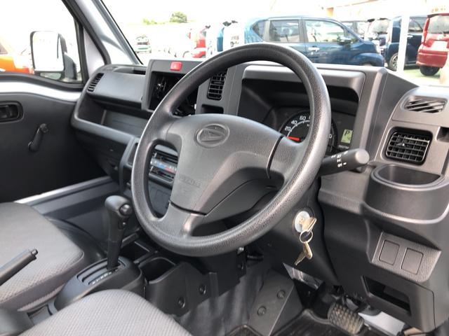 当店では、自動車保険・JAF・TS3カードも取り扱っております。おクルマをご購入の機会に、自動車保険を見直してみませんか?