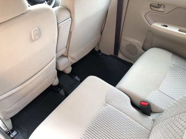 リヤシートは左右別々にスライドやリクライニングができるので、後席乗員それぞれの体格に合わせて足元を広げたり、荷物の量や大きさに合わせて荷室を広げたりできます☆