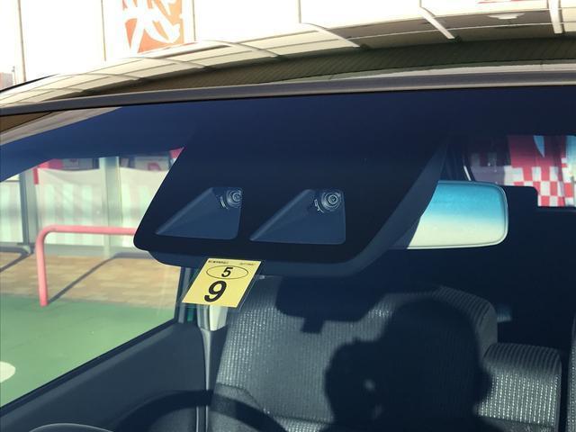 スマートアシスト3のステレオカメラで車両、歩行者を検知し、衝突の危険性がある場合には条件によって衝突回避支援ブレーキが作動します。(必ず止まるものではありません。)