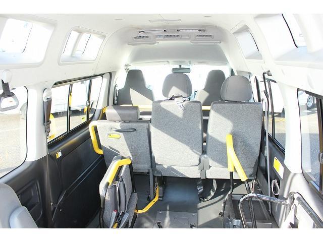トヨタ ハイエースバン ウエルキャブ リアリフト 車いす2基 10人