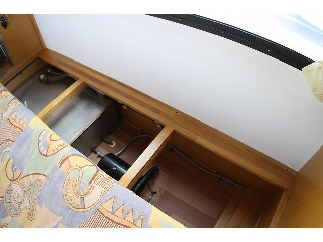キャンピングカー ナッツRV ミラージュ 1500Wインバーター シンク コンロ 架装部TV 走行中リアヒータークーラー 走行充電 ツインサブ ルーフベント 走行充電 外部充電 7名乗車6名就寝(46枚目)