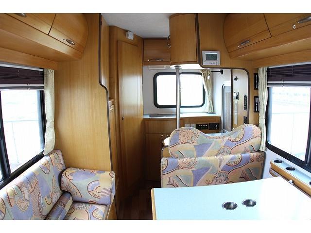 キャンピングカー ナッツRV ミラージュ 1500Wインバーター シンク コンロ 架装部TV 走行中リアヒータークーラー 走行充電 ツインサブ ルーフベント 走行充電 外部充電 7名乗車6名就寝(47枚目)