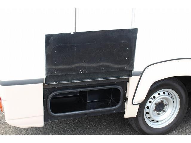キャンピングカー ナッツRV ミラージュ 1500Wインバーター シンク コンロ 架装部TV 走行中リアヒータークーラー 走行充電 ツインサブ ルーフベント 走行充電 外部充電 7名乗車6名就寝(59枚目)