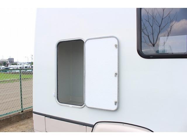 キャンピングカー ナッツRV ミラージュ 1500Wインバーター シンク コンロ 架装部TV 走行中リアヒータークーラー 走行充電 ツインサブ ルーフベント 走行充電 外部充電 7名乗車6名就寝(60枚目)