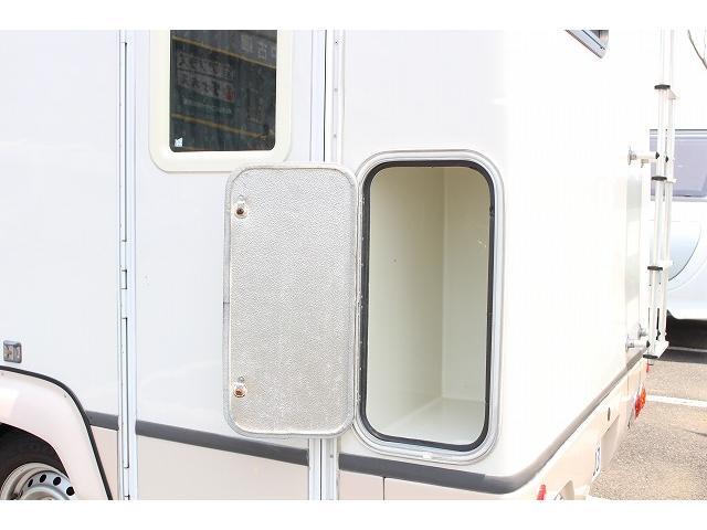 キャンピングカー ナッツRV ミラージュ 1500Wインバーター シンク コンロ 架装部TV 走行中リアヒータークーラー 走行充電 ツインサブ ルーフベント 走行充電 外部充電 7名乗車6名就寝(62枚目)