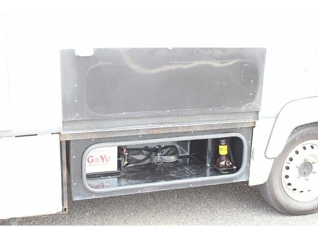 キャンピングカー ナッツRV ミラージュ 1500Wインバーター シンク コンロ 架装部TV 走行中リアヒータークーラー 走行充電 ツインサブ ルーフベント 走行充電 外部充電 7名乗車6名就寝(64枚目)