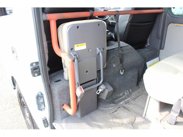 4ドア2.5チェアキャブM仕様 シートカバー 新品タイヤ4本(10枚目)
