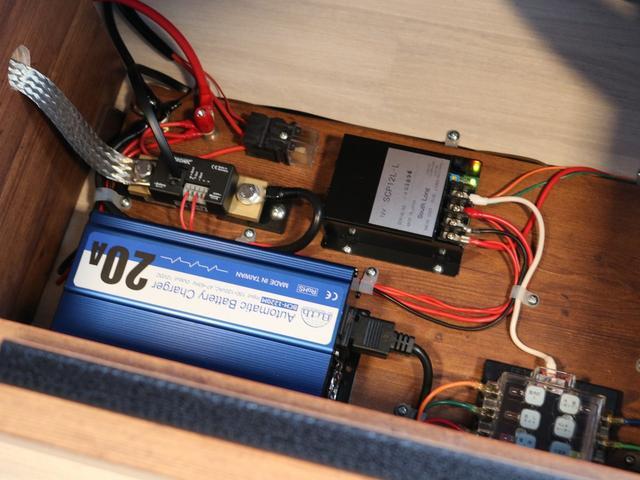 SロングワイドDX オリジナルキャンピングカーSH-TYPE1 スーパーロング FFヒーター サブバッテリー 冷蔵庫 2段ベット フロントスポイラー ガッツミラー同色塗装 デジタルインナー クリアランスソナー 寒冷地仕様(42枚目)