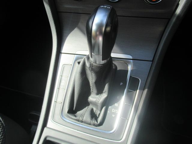 TSIコンフォートラインブルーモーションテクノロジー アダプティプクルーズコントロール ポータブルナビ バックカメラ ミュージックプレーヤー接続可 ワンオーナー 記録簿 運転席&助手席&サイドエアバック 横滑り防止装置 ABS アイドリングストップ(32枚目)