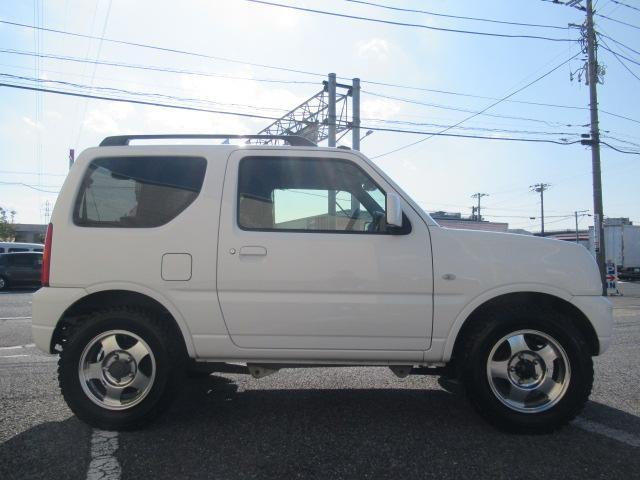 XC 4WD 5速MT 背面タイヤ 純正アルミ 純正CDデッキ キーレス 運転席&助手席エアバック ABS 衝突安全ボディー エアコン パワーウィンドー(9枚目)
