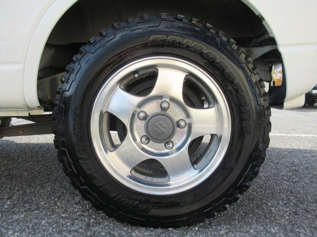 XC 4WD 5速MT 背面タイヤ 純正アルミ 純正CDデッキ キーレス 運転席&助手席エアバック ABS 衝突安全ボディー エアコン パワーウィンドー(20枚目)