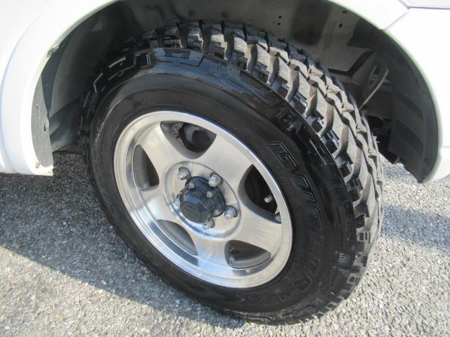 XC 4WD 5速MT 背面タイヤ 純正アルミ 純正CDデッキ キーレス 運転席&助手席エアバック ABS 衝突安全ボディー エアコン パワーウィンドー(24枚目)