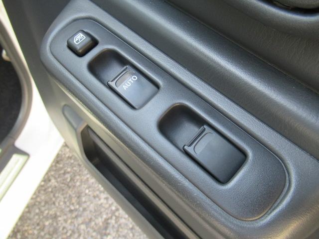 XC 4WD 5速MT 背面タイヤ 純正アルミ 純正CDデッキ キーレス 運転席&助手席エアバック ABS 衝突安全ボディー エアコン パワーウィンドー(52枚目)