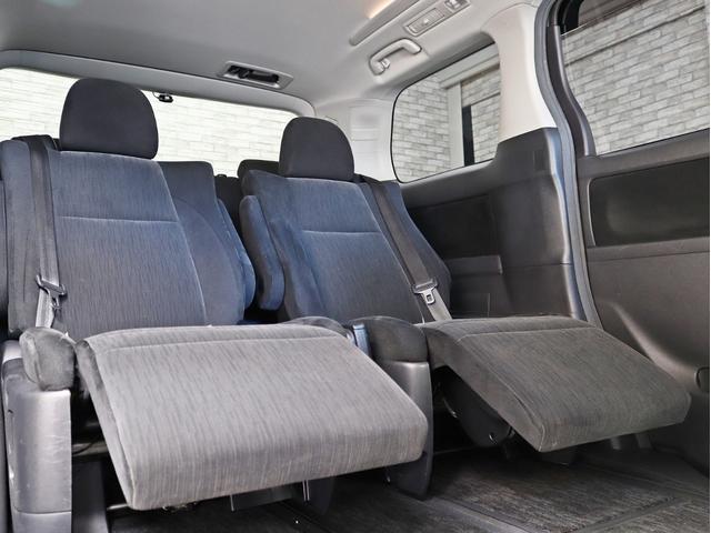 セカンドシートにはオットマン機能も備わっています。ご同乗の方にもゆったりとした、ドライブをお楽しみ頂けますね。
