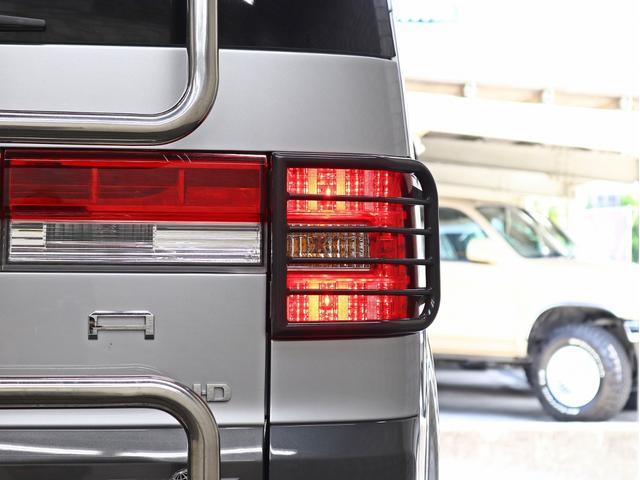 シャモニー 4インチボディーリフトUP 1オーナー 両側電動パワーS Fダウンモニター 新品AW JAOSフロントスキッドバー ルーフキャリア リアラダー ヒッチキャリア ベッドキット サブバッテリー 8人乗り(21枚目)