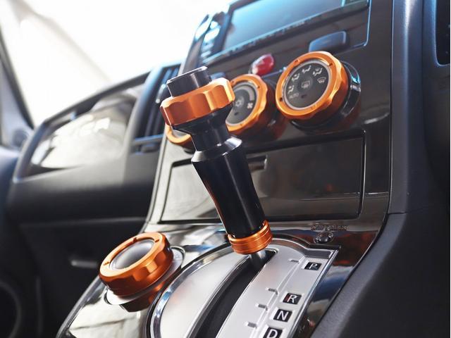 シャモニー 4インチボディーリフトUP 1オーナー 両側電動パワーS Fダウンモニター 新品AW JAOSフロントスキッドバー ルーフキャリア リアラダー ヒッチキャリア ベッドキット サブバッテリー 8人乗り(38枚目)