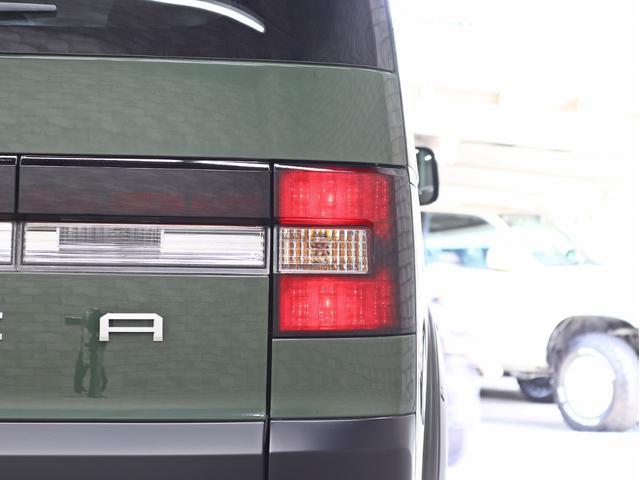 G パワーパッケージ 1オーナー 両側電動パワーS KADDISエアロボンネット 4インチリフトアップ JAOSオーバーフェンダー 16インチ新品アルミホイール LEDイカリングヘッドライト 8人乗り 4WD(20枚目)