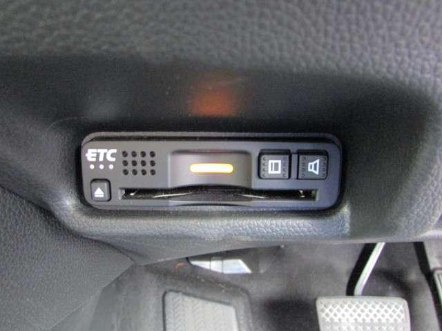 L ホンダセンシング 純正メモリーナビ フルセグTV CD DVD Bluetooth USB リアカメラ ETC 禁煙 元試乗車 ホンダセンシング LEDヘッドライト LEDフォグライト サイドエアバッグ スマートキー(6枚目)