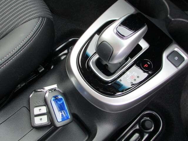 L ホンダセンシング 純正メモリーナビ フルセグTV CD DVD Bluetooth USB リアカメラ ETC 禁煙 元試乗車 ホンダセンシング LEDヘッドライト LEDフォグライト サイドエアバッグ スマートキー(13枚目)