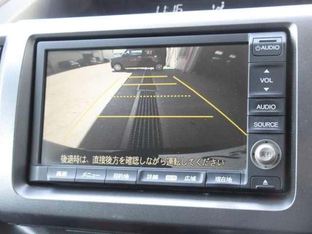 バックをするとき自動でリアの様子が映る『リアカメラ』付き! ナビ画面で確認しながらバックができますから安心ですね。