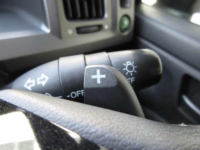 マニュアル車のような感覚で、ワインディングロードでも車を操れるパドルシフト付きです。長い下り坂でのエンジンブレーキや、高速道路の合流の際の加速も思いのままです。