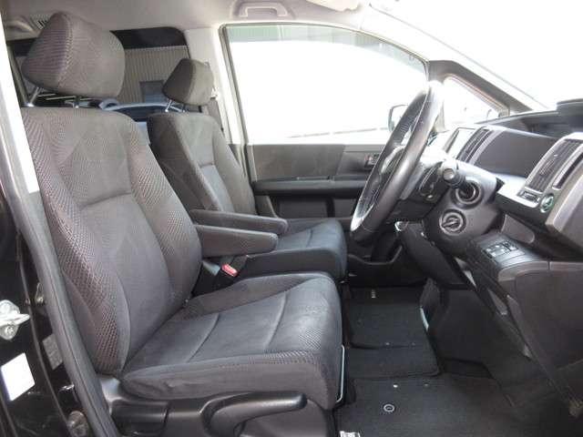 運転席には高さ調整ができる『シートハイトアジャスター機能』が付いています! これなら小柄な方にも大柄な方にも自分にぴったりの運転姿勢がとれますね!