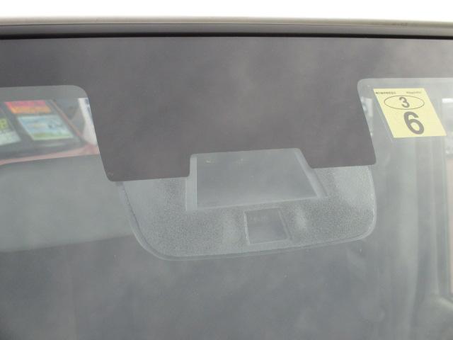 【衝突被害軽減装置】レーダーブレーキサポート!こちらから赤外線で前方の車を感知します。状況によってお車にブレーキがかかり、衝突防止または軽減に役立ちます!!さらに横滑り防止装置も付いております♪