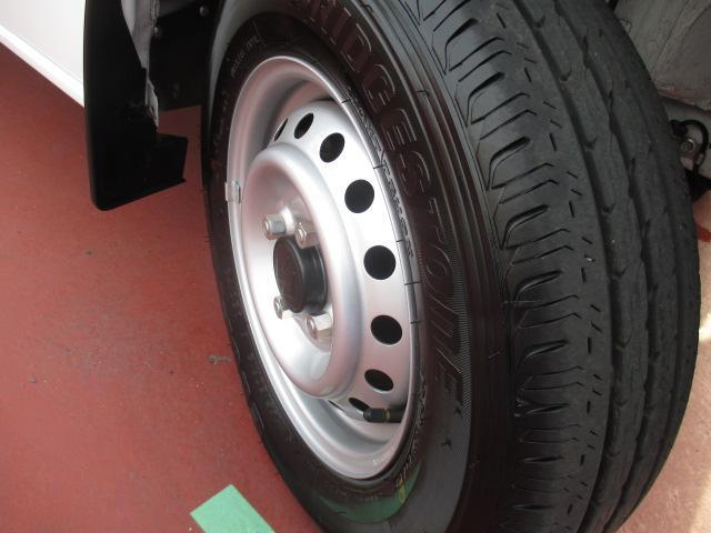 【タイヤ】働く車のキーポイント!まだまだ、タイヤの溝もタップリ残っています☆