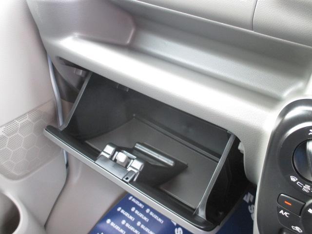 【グローブボックス】大型のグローブボックスで、車検証や色々な小物を入れても取り出しやすいですよ☆