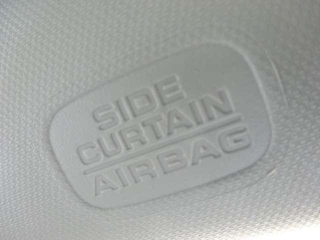 『サイドカーテンエアバック』を装備!側面からのダメージを和らげる為に、サイドウィンドウ上部から飛び出してカーテンのように広がるエアバッグです!『サイドエアバッグ』と合わせて、乗員を守るための装備です!