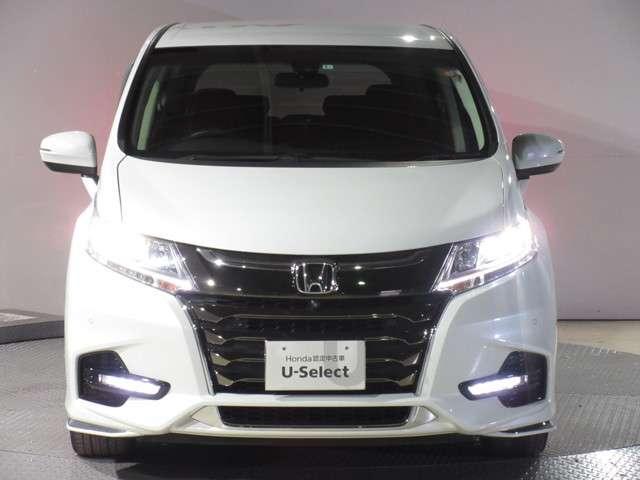 より明るく、より遠くまでさらなる安心感のあるLEDヘッドライトを採用。照射軸の上下方向を自動調整するオートレベリング機構、点灯忘れも防止できるオートライトコントロール機構付きです。