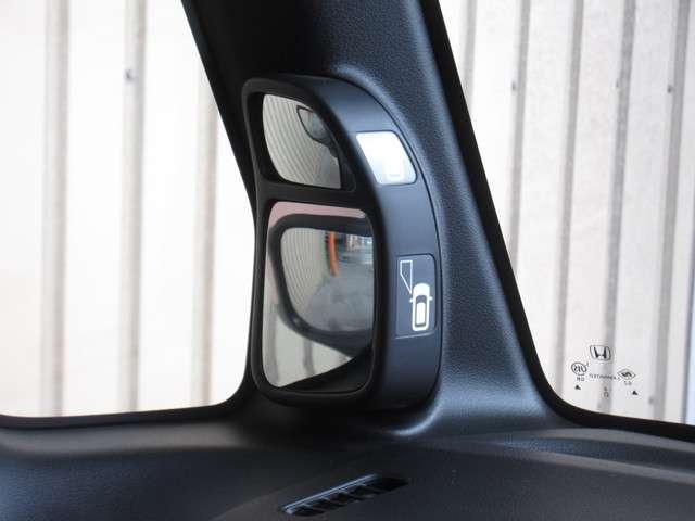 『サイドビューサポートミラー』がついて、運転席から見づらい左側前輪・後輪付近などの死角が確認出来て気にならなくなりますね。