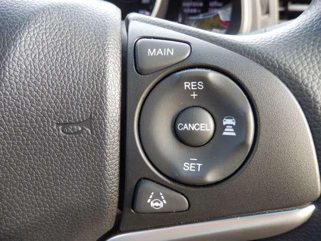 ハンドルの右部には honda sensingの操作が簡単に出来るスイッチが付きます。