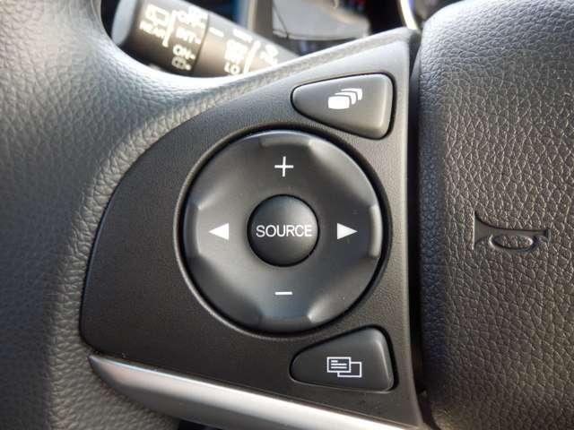 ハンドルの左部にはオーディオの音量やチャンネル変更がワンタッチで出来ます。