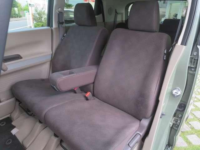 ☆前席には大型アームレストを装備☆運転席は高さ調整が出来る『ハイトアジャスター』付で、ハンドルの高さ調整機能と合わせて、より快適な運転姿勢が確保できますネ♪ 前席にはシートヒーターを装備☆