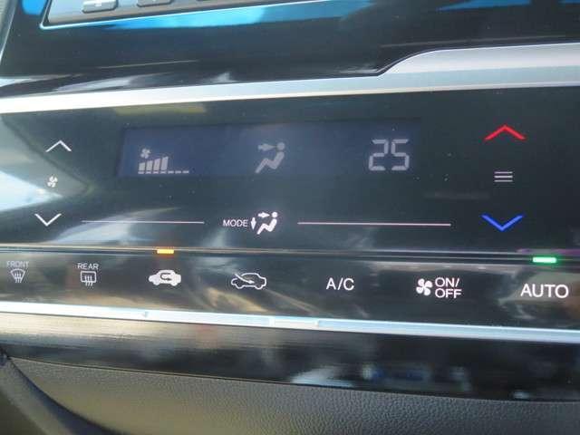 ☆フルオートエアコンはお好みの温度にすれば、内気・外気の切替、風量etc,をコントロールして車内を快適にしてくれます♪