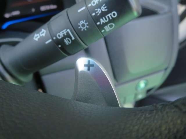 ☆ステアリングに装備のレバーで、マニュアル感覚でシフトチェンジができる『パドルシフト』付き!スポーティな走行やちょっとしたエンジンブレーキが必要な時に便利な装備ですネ☆