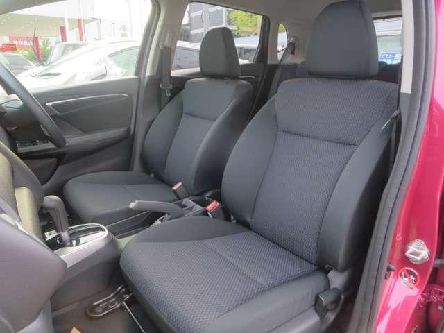 ☆運転席は高さ調整が出来るハイトアジャスター付、ハンドルの高さ調整機能とあわせて、より快適な運転姿勢が確保できます♪