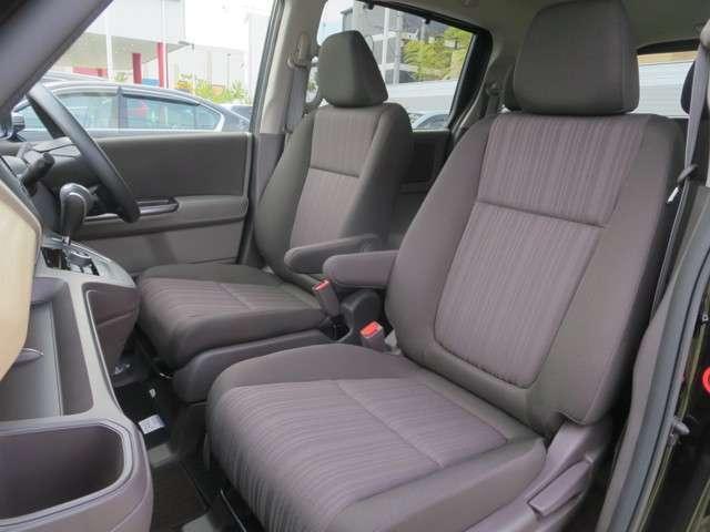 ☆運転席は高さ調整が可能な『ハイトアジャスター』機能付、ハンドルの高さ調整機能と合わせて、より快適な運転姿勢が確保できますネ♪