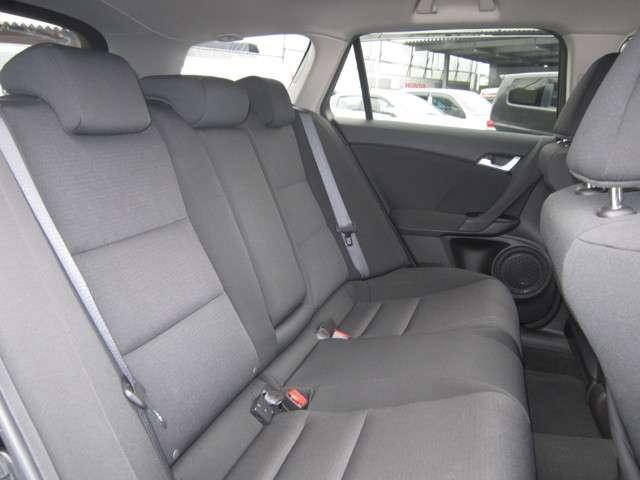 2列目シートのお写真です。 車内が広く快適にお乗りいただけます♪