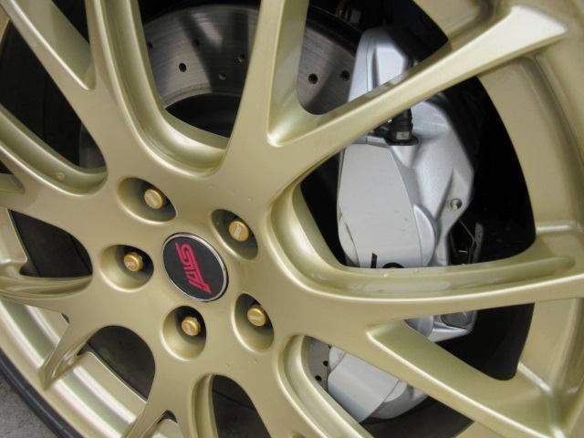STI EJ20ファイナルエディション・最終型・555台限定抽選車・特別仕様車・ワンオーナー車・走行500km・レカロ半革・大型リアスポ・専用19ゴールドアルミ・8型ナビTV・フロント&左サイド・Bカメラ(13枚目)