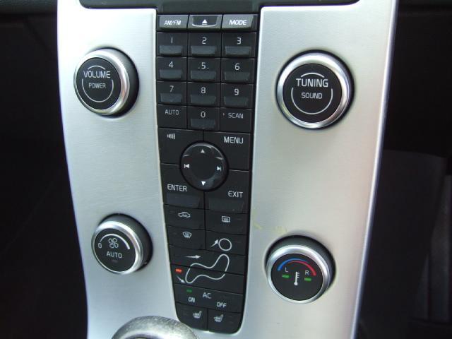 ボルボ ボルボ C30 2.0eアクティブ 1年保証 黒本革 HID ETC CD