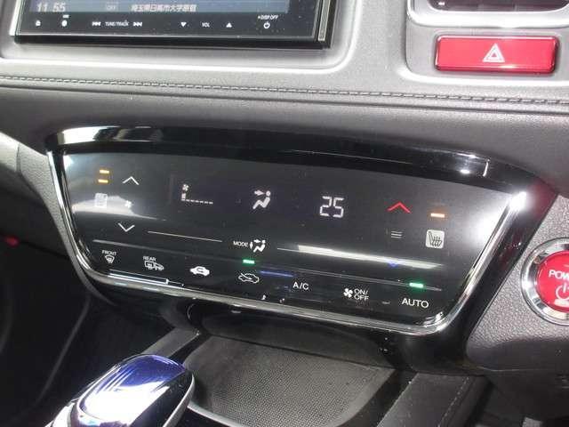 タッチパネルを採用したエアコンはフルオートタイプです。温度を設定しておけば風量や風の出る場所を自動で調節!あとは車におまかせですね。